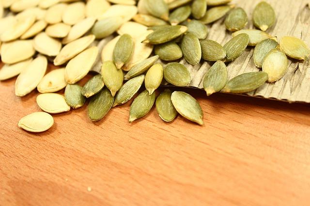 Semínka z dýně na stole.jpg